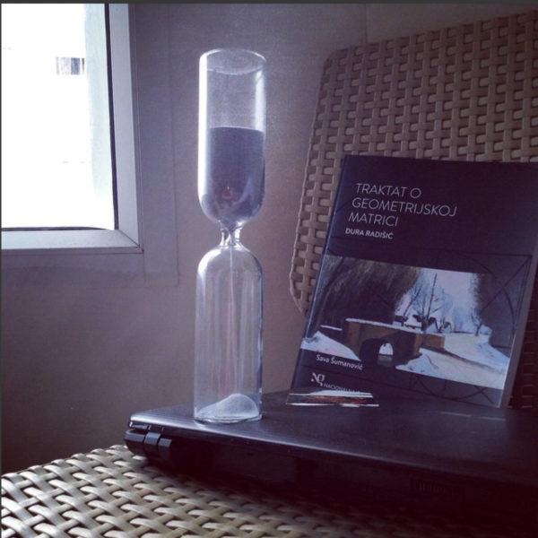 Hourglass 87, grey, tall