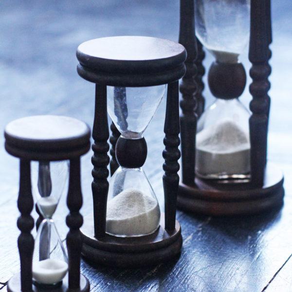 Hourglass wooden set